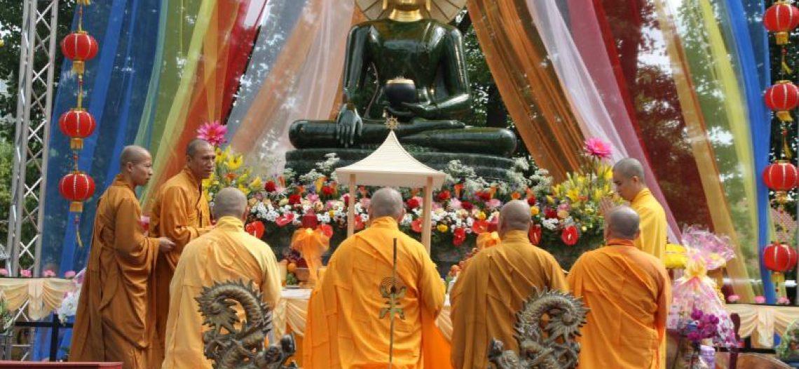 Cung Nghinh Phật Ngọc Hoà Bình Thế Giới – Chùa Viên Giác, Hanover, Đức Quốc