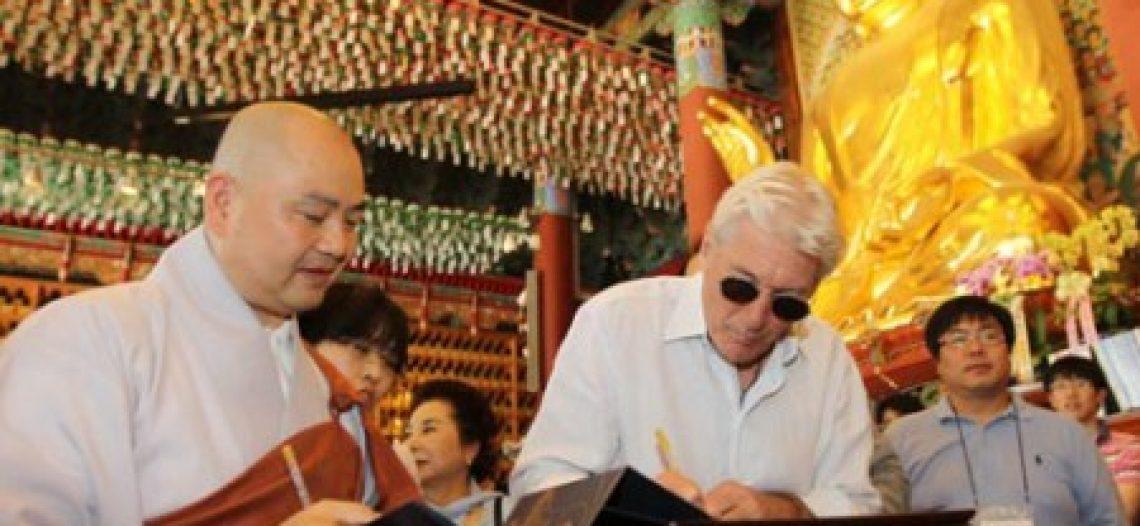 Ngôi sao điện ảnh Hollywood Richard Gere trải nghiệm văn hóa Phật giáo tại các chùa Hàn Quốc