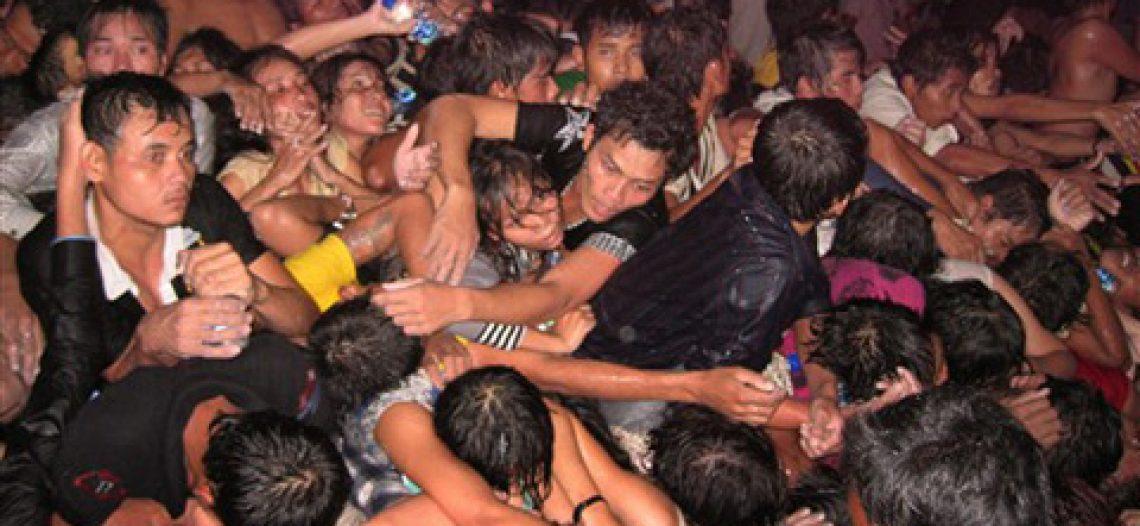 Làm thế nào để sống sót thoát khỏi đám đông chạy loạn?