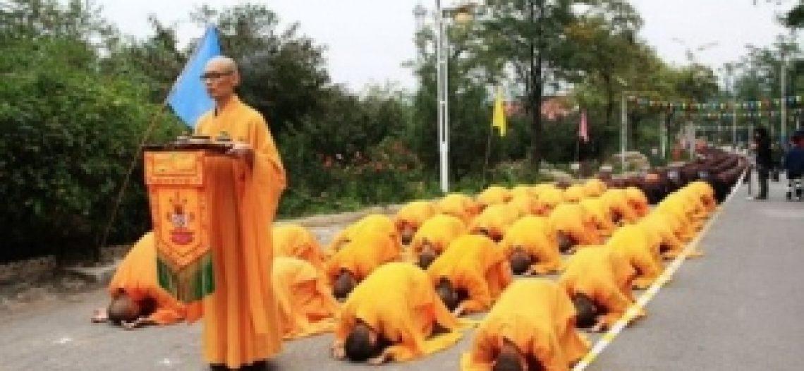 """Lược ý hành lễ """"Nhất Bộ Nhất Bái"""" trong nghi thức Triều Sơn Lễ Thánh Phật Giáo Bắc Truyền"""