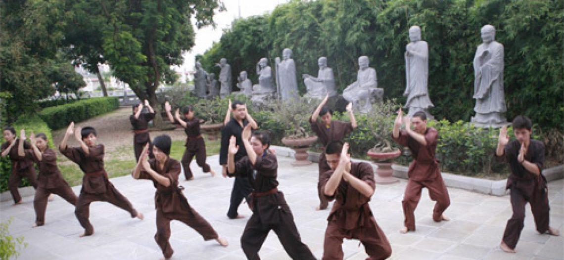 Bạn trẻ lên chùa học võ Thiếu Lâm