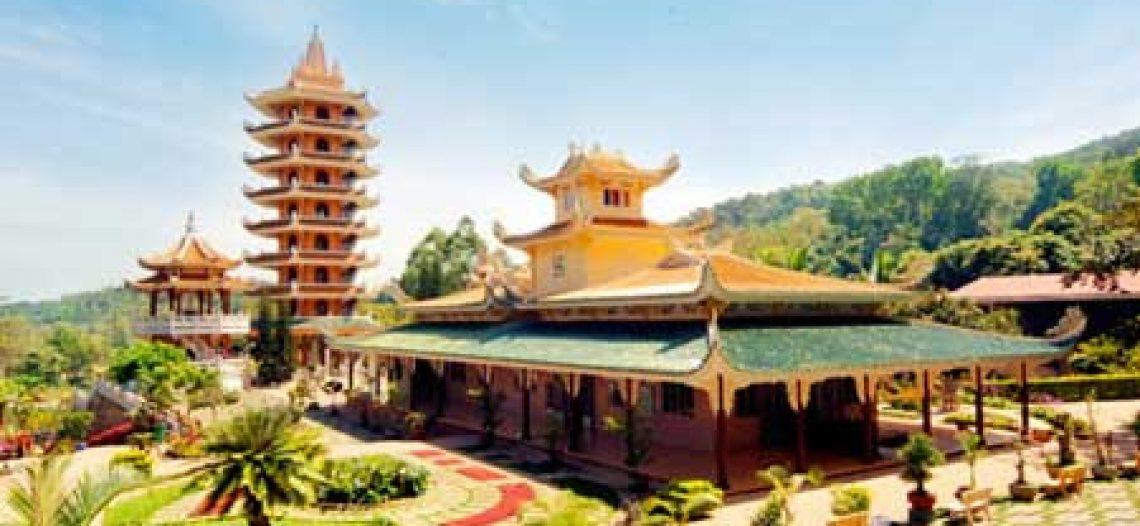 Chùa Vạn Linh với ngôi Bảo Cát Quan Âm trên núi Cấm, An Giang