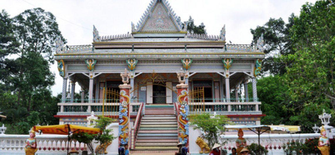 Khám phá bốn ngôi chùa nổi tiếng nhất miền Tây