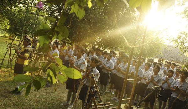 Buổi lể Phật đầu ngày của toàn trại Dũng 2013