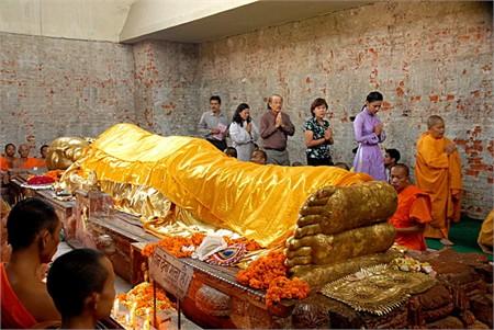 Tôn tượng Đức Phật nhập Niết bàn ở Ấn Độ