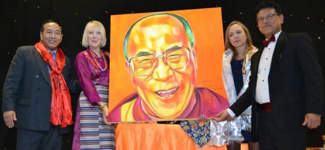 Anh: Họa sĩ Andrews bán tranh ủng hộ Phật giáo