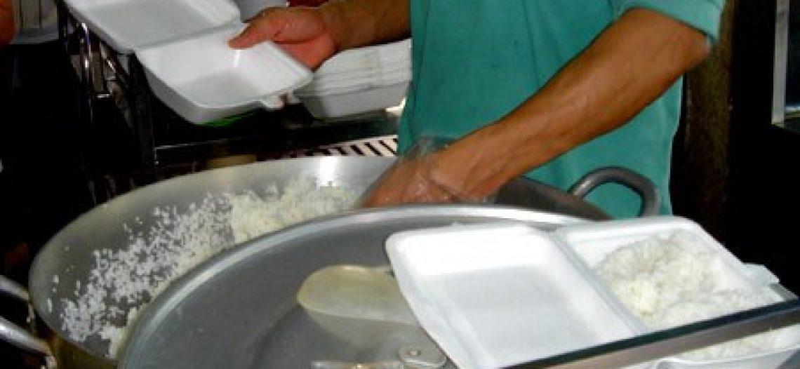 Cẩn trọng khi dùng hộp xốp đựng thức ăn nóng