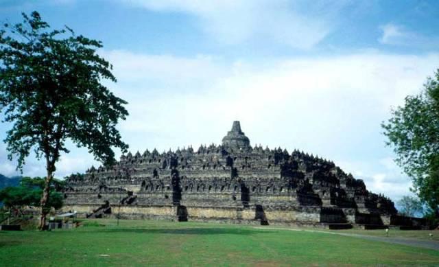 """""""Tháp Phật trên đồi cao""""."""