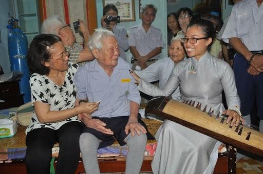 Hình ảnh Anh Lê Cao Phan trong buổi tấn phong Cấp Dũng - GĐPT Việt Nam.